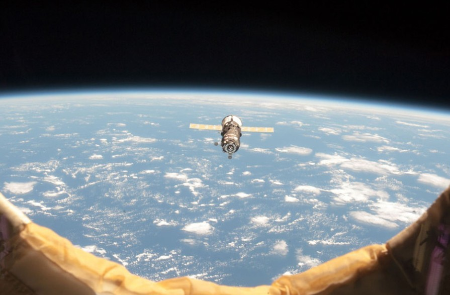 国际空间站宇航员太空生活照:俯瞰地球极光