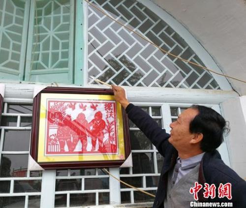 """资料图:12月8日,山西省扶贫办公室发文称开展贫困村提升""""冬季行动""""。 杨杰英 摄"""